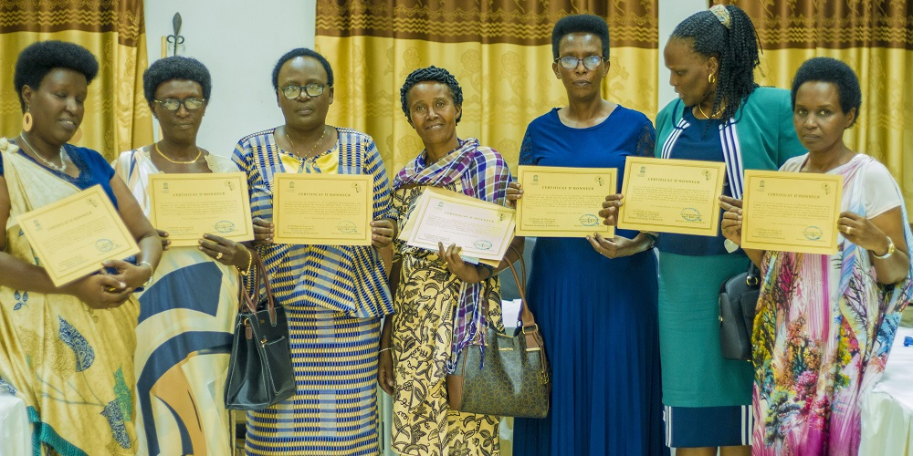 International Day of Women and Girls in Science, Burundi: Some of the participants who received certificates   Journée Internationale des Femmes et des Filles de Science, Burundi: Quelques participants ayant reçu des certificats