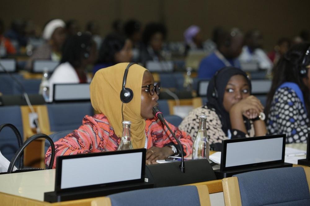 Africa Youth Conference in plenary | | La Conférence de la jeunesse en Afrique en plénière