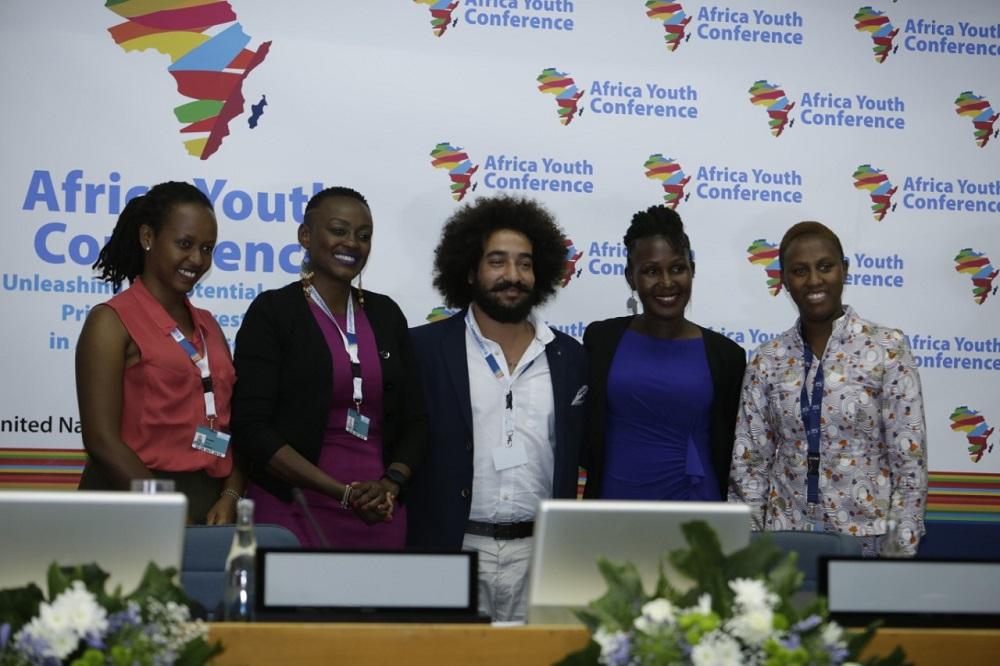 Africa Youth Conference participants | La Conférence de la jeunesse en Afrique participants